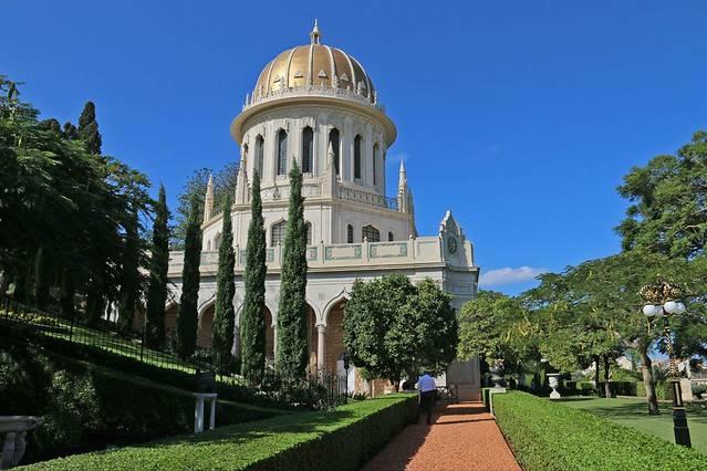 着名的巴哈伊空中花园依山而建,体现各大建筑学派精华.图片