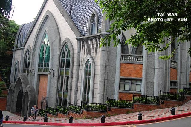 首先出现的欧式建筑就是真理大学的大