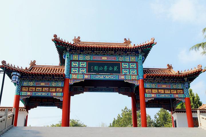 溪范仲淹_范公亭公园占地面积300余亩,位于青州市范公亭路西端,因范仲淹惠政知