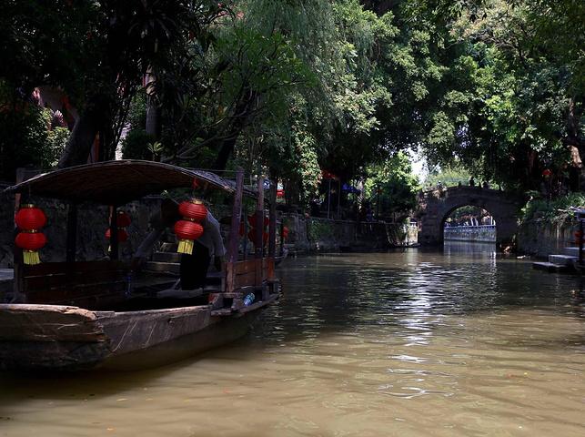 在顺德区杏坛镇的锦鲤江畔,绕村居水道达十公里有余,岭南古村格局犹存