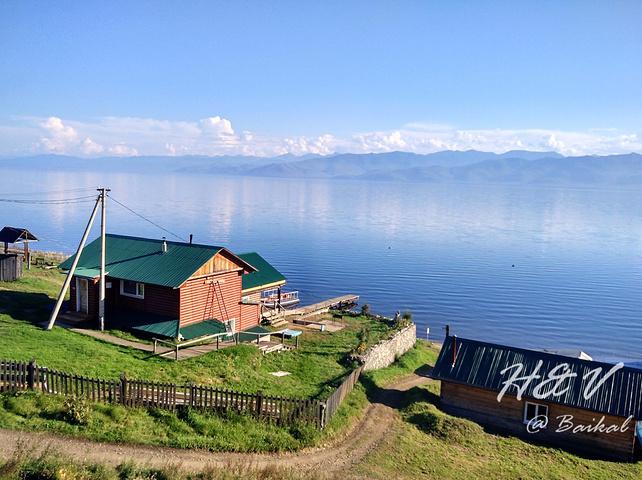 湖边的各类木屋建筑成了贝加尔湖最好的点缀.