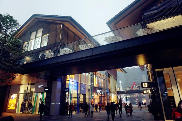 特色太古里建筑结合了当地人气,也有十足的远洋九江非凡装饰广告设计工程有限公司图片