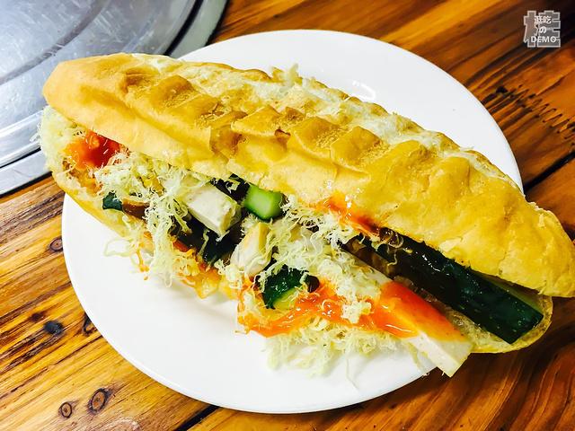 晚上在明翠炒螺店吃饭,据特色越南人在这边开思南说是美食的图片