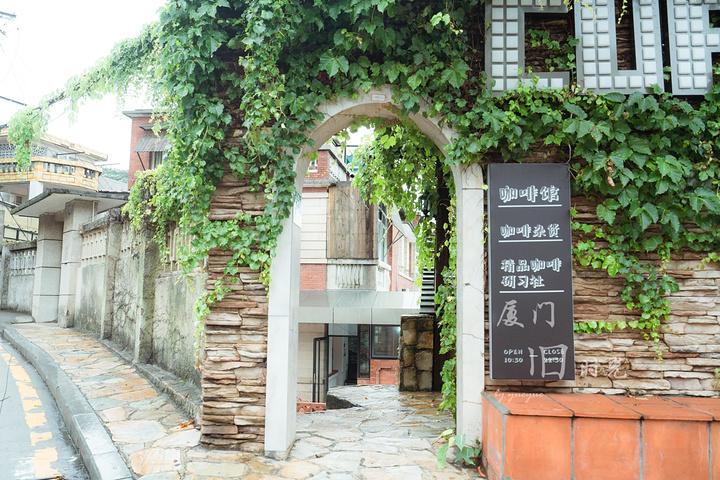 这家咖啡店的装饰还蛮文艺的_南华路文化吧一条街