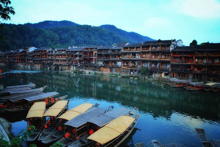 凤凰古城是中国历史文化名城,曾被新西兰著名作家路易・艾黎称赞为