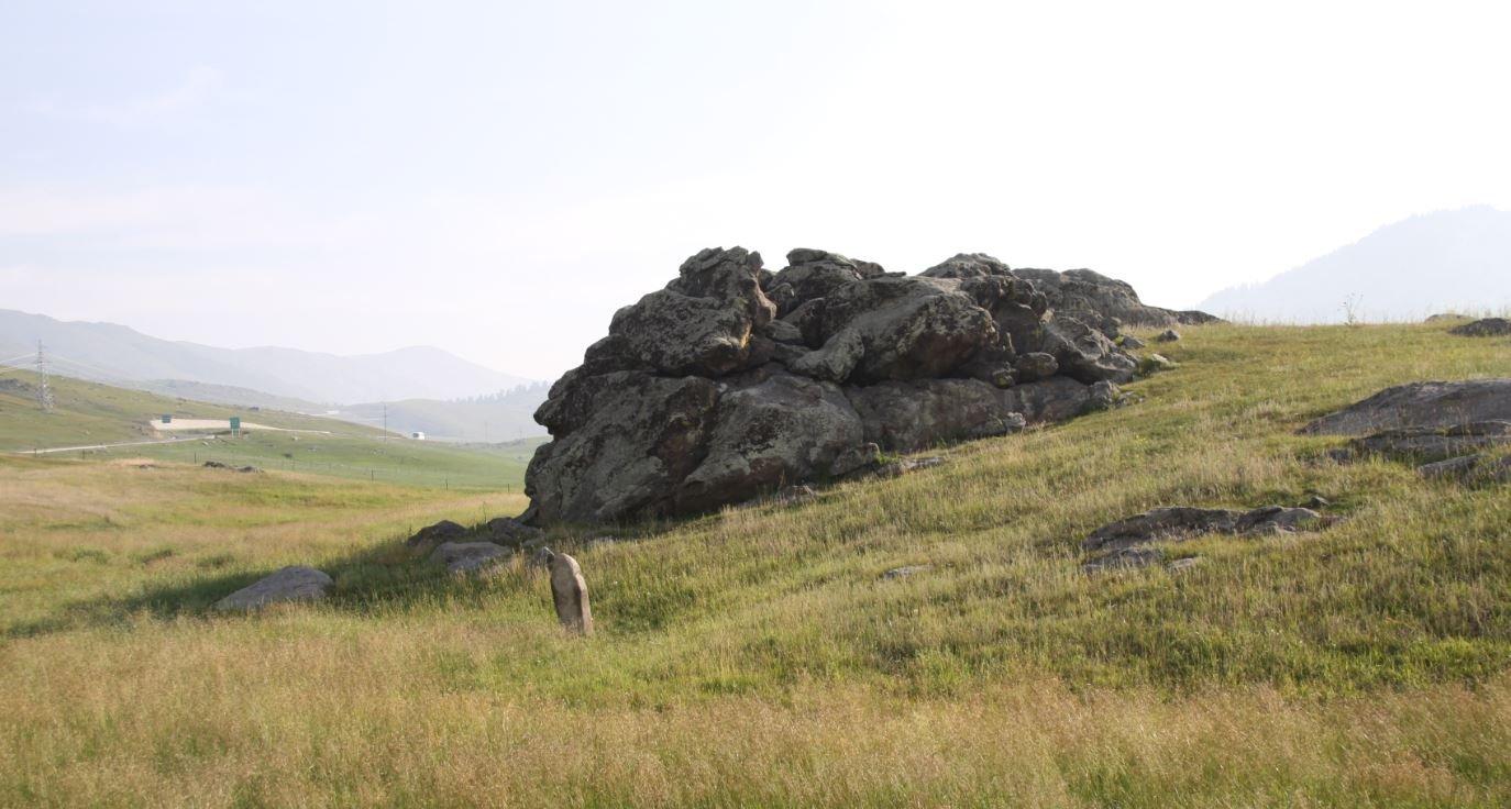 在新疆玩转草原石人