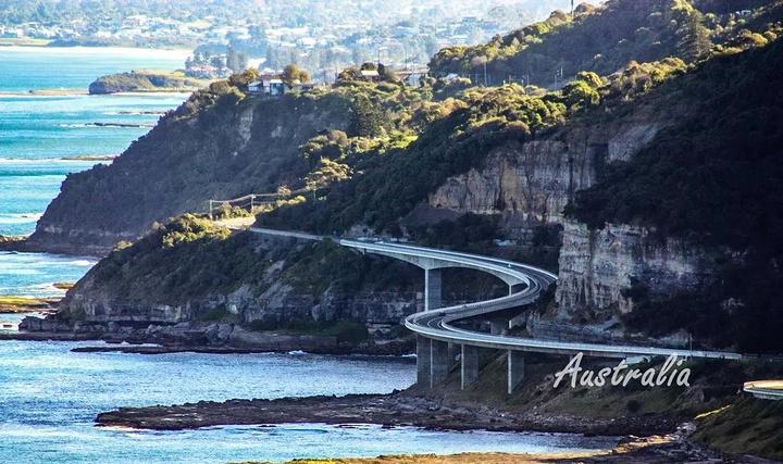 风景大道,依崖傍海而建,还有很长海崖桥,沿途可以欣赏海岸线的明媚
