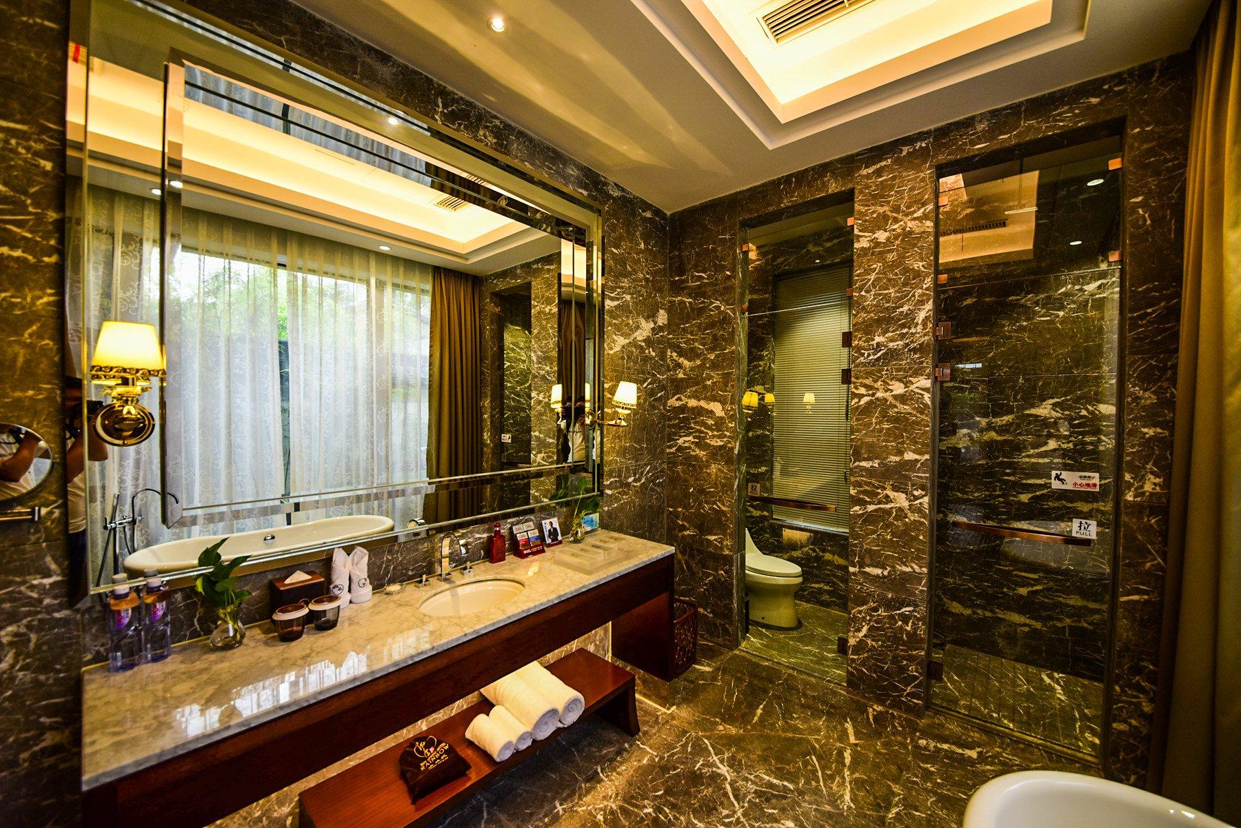 卫生间不仅仅是干净舒服,而且还是干湿分离的呢.