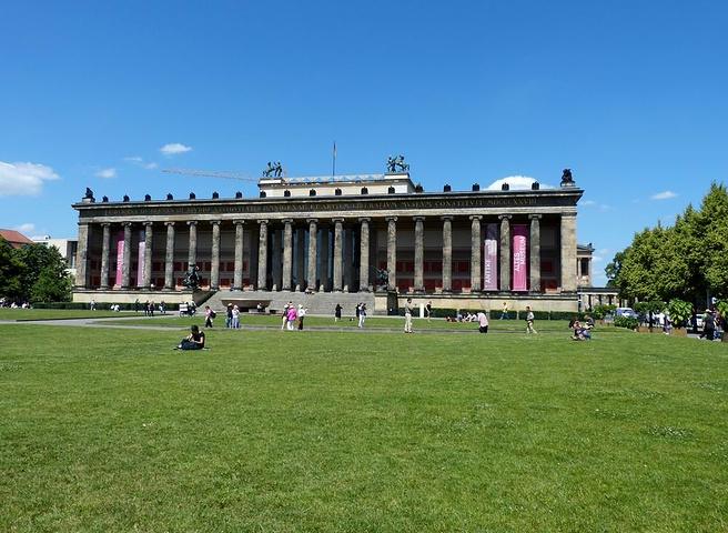 德国的首都_勃兰登堡门是位于德国首都柏林的新古典主义风格建筑,由普鲁士国王