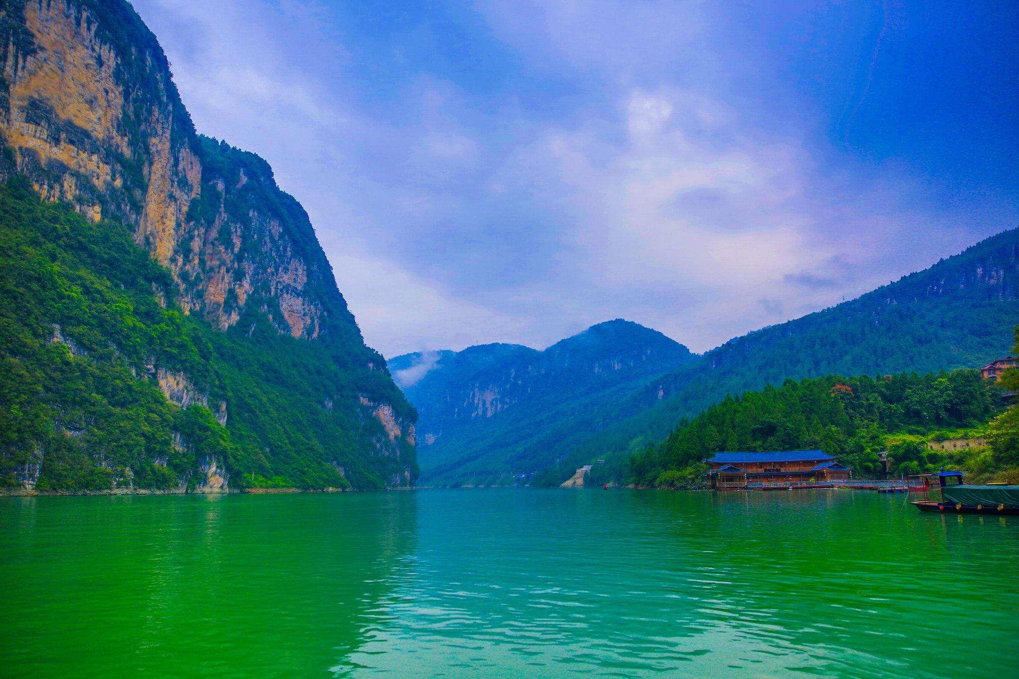 这两年,我走了许多路,看过许多风景.坐船开始游览乌江画廊