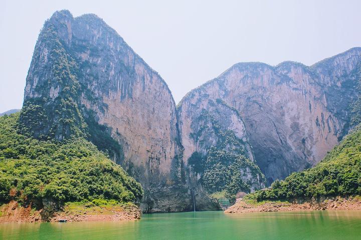 恩施清江蝴蝶崖风景区,地处长江三峡和张家界两大国际知名景区之间