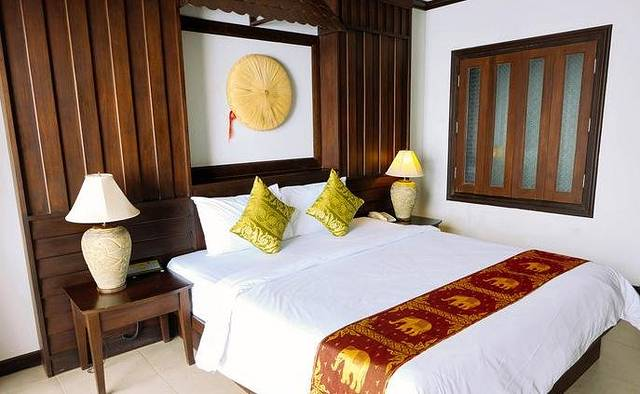 似乎在普吉岛,只要有个室外大型游泳池就能算是个不错的休闲度假酒店