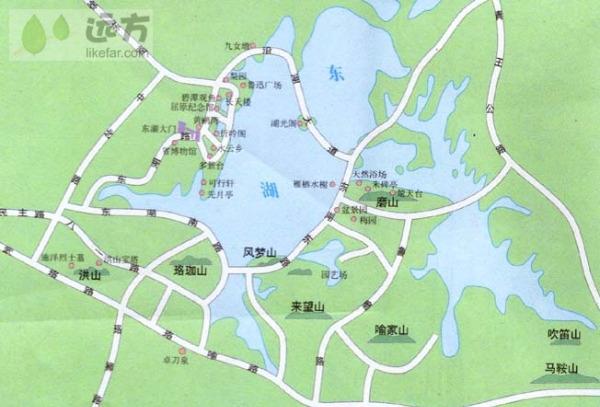 """户部巷是一条长150米的百年老巷,其繁华的早点摊群20年经久不衰。武汉人将用早点,称为""""过早""""。这最初来自了清代的一首《汉口竹子枝词》,后在别的城市被敷衍甚至忽略的早餐,被武汉人随意而隆重的提升""""过年""""般""""过""""的位置。以""""小吃""""闻名的户部巷,就是武汉最有名的""""早点一条巷""""。现在户部巷已经成为远近闻名的小吃一条街了。司门口为中央布政使司衙门在武昌府的办事处。布政司主管钱粮户籍,民间称为&l"""