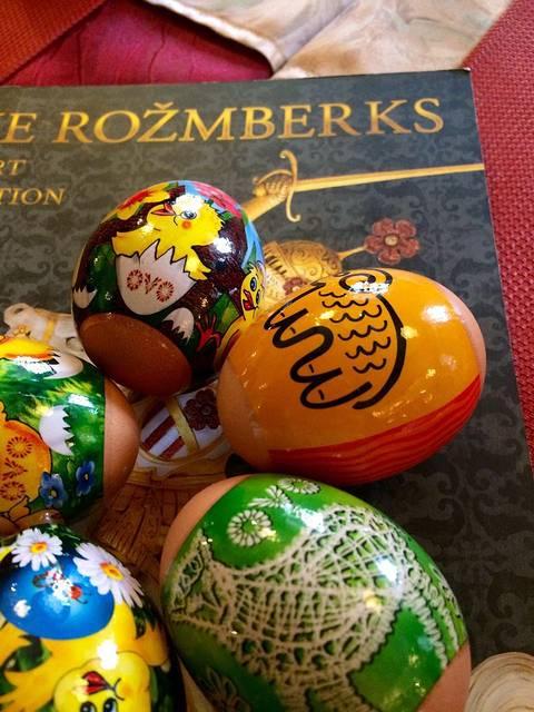 克鲁姆洛夫的复活节早餐,可爱的旅馆女主人为我们特别准备了节日彩蛋