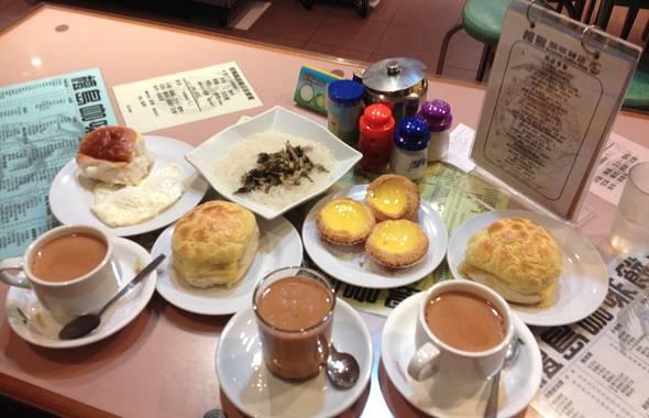 推荐店家: 檀岛咖啡饼店:这家茶餐厅菜单十分丰富,装修很有怀旧气息
