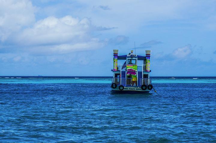 """當地的小女孩在海邊玩耍_軍艦島""""的評論圖片"""
