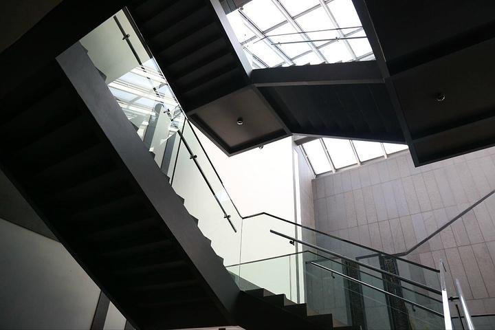 设计者为著名的建筑设计大师贝聿铭,古代风格与现代创新融为一体,似乎