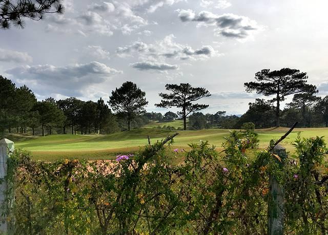 前面提到的高尔夫球场,大叻大学出来后去往春香湖,经过这个球场的另