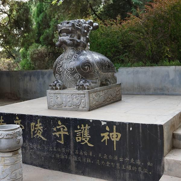 89 首页 景点详情  黄帝陵位于延安市的黄陵县,黄帝,姓公孙,名叫
