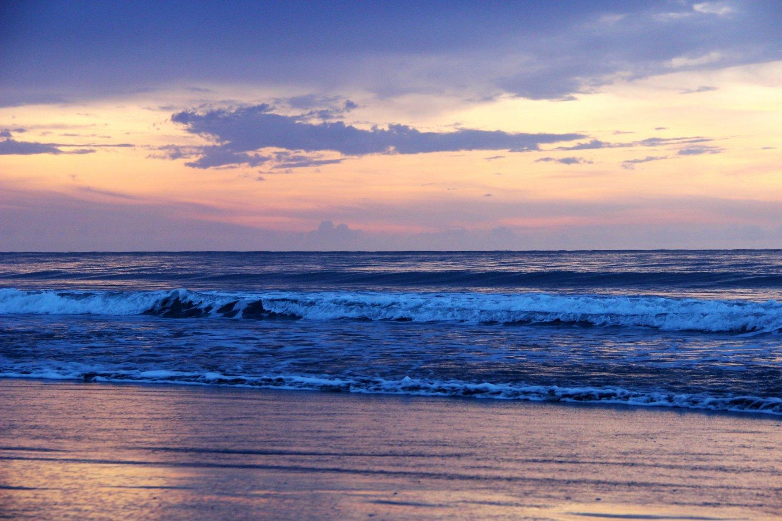 #浪不完的夏天#在最美的沙滩看日落