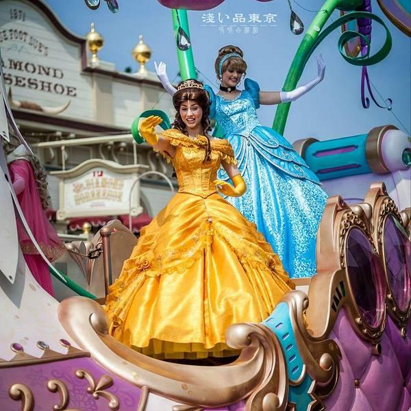 虽然她们不是迪士尼的明星,但她们的表演依然充满活力,俏皮可爱.