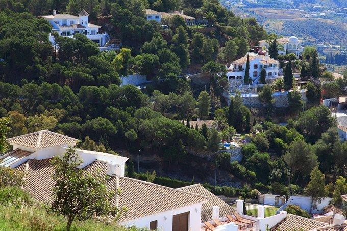 这是个以白色房屋妆点城镇的地方,优美的街景深受外国观光客的好评.