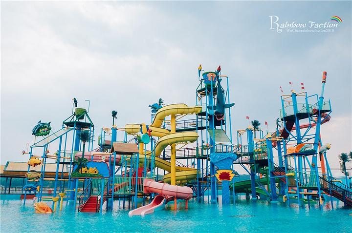 松花湖五虎岛游乐场是吉林省最大的游乐场.