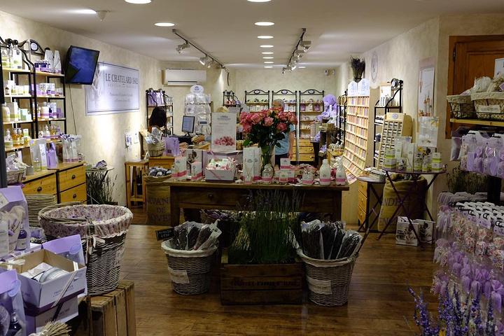 薰衣草店以及手工香皂的小店,每一个小镇都会有.