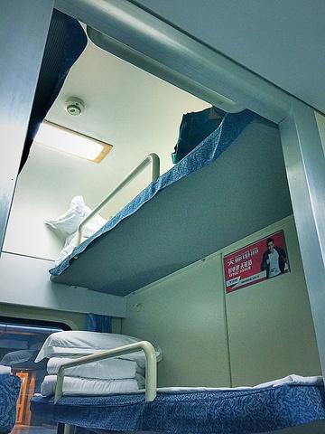 硬卧和软卧图片_硬卧和软卧车厢图片