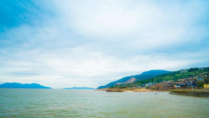 从太姥山景区到大嵛山岛,需要乘车大约半个小时到达渔井码头,乘坐游艇