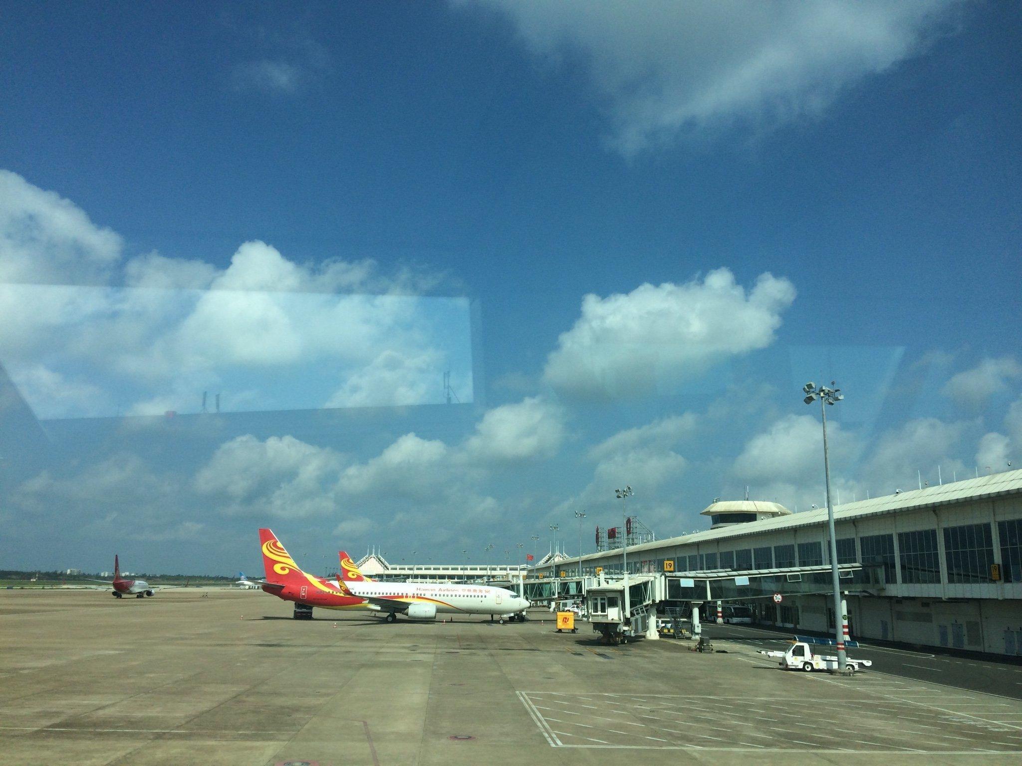 海口美兰机场_航班10点左右到达海口美兰国际机场下飞机的路上手机随手拍了一张此刻