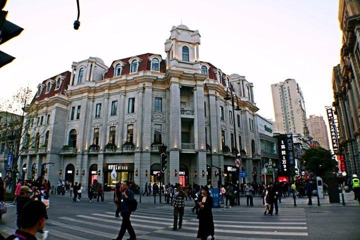 结束上午木兰天池的游览,下午我们驱车来到武汉江汉路步行街