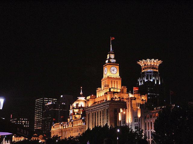 晚上的东方明珠塔确实很美图片