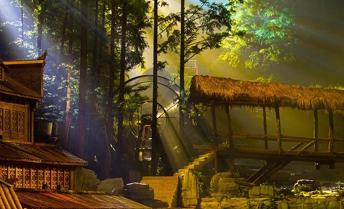 《边城》大型森林剧场演出图片