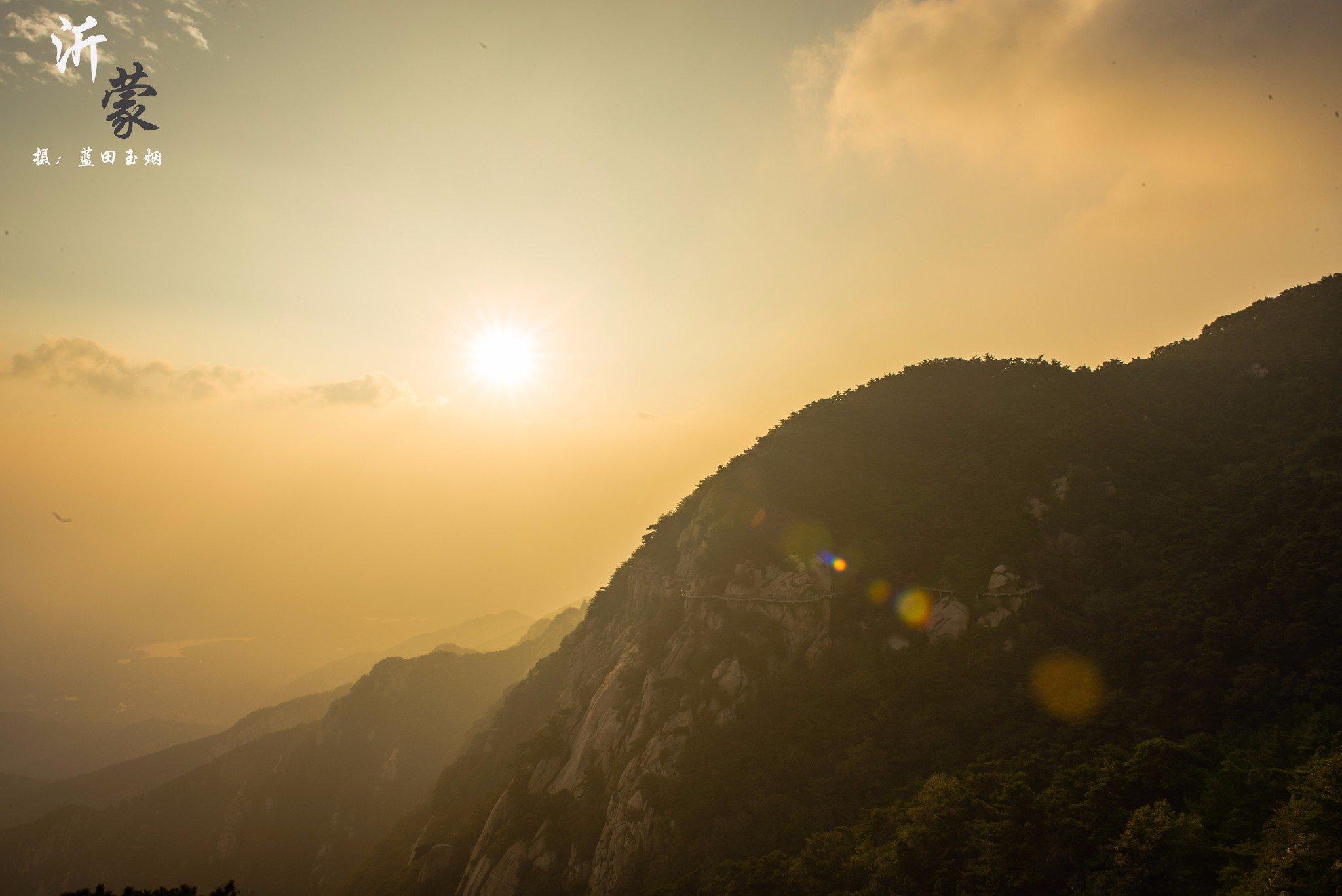 鹰窝峰,奇峰峻岭,一颗孤松矗立,夕阳西下,岁月无限好