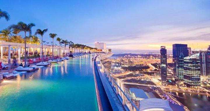 空中泳池_位于空中花园的空中游泳池,全长150米,距离地面200多米高,是全球最大