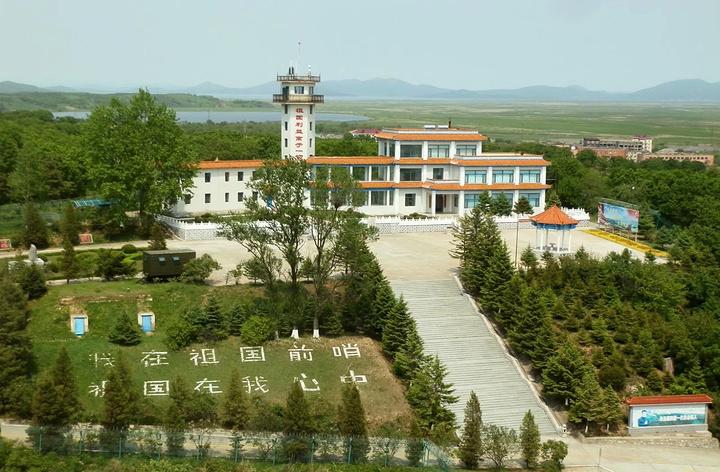 龙虎石刻在珲春市防川风景区龙虎阁一楼西门厅,是龙虎阁的镇阁之宝.