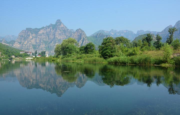 孤山寨是 十渡风景名胜区内最著名的一条大峡谷.
