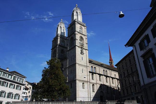 双塔大教堂图片