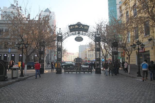 街道两边都是欧式的建筑