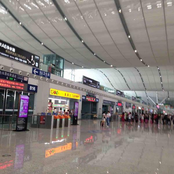 交通详情  1,深圳目前最好的火车站,坐地铁直接到深圳北站,环中线与