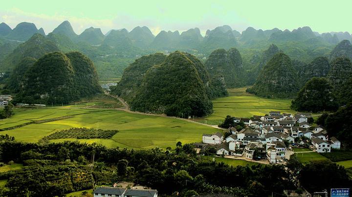 萬峰林是國家級風景名勝區 ,位于貴州黔西南州興義市東南部成千萬座