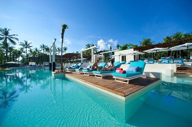 旅客若想住在巴厘岛的努沙杜瓦,那么巴厘岛地中海俱乐部(Club Med Bali)将会是一个便捷的选择。著名的景点Misels Spa、巴厘岛努沙杜阿海滩Spa酒店和巴厘岛努沙水疗均可步行很短距离到达。从酒店到巴里岛高尔夫乡村俱乐部游览很方便,Mengiat Beach和Bahari Balinese Spa也均在附近。 客房内的所有设施都是经过精心的考虑和安排,包括熨衣设备、房内保险箱和空调,满足您入住需求的同时又能增添家的温馨感。电热水壶和免费瓶装水可供使用,便捷的客房设施定能让您倍感舒适。浴室内