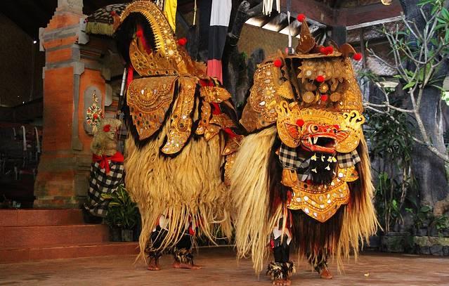 巴厘岛上表演巴隆舞的地方有好几家,但登巴萨附近白天上演的只有batub