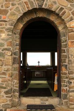 和石结构的教堂建筑很是小巧精.
