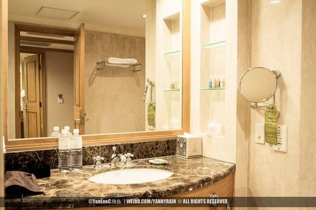 晚上欧式家里沐浴间照片