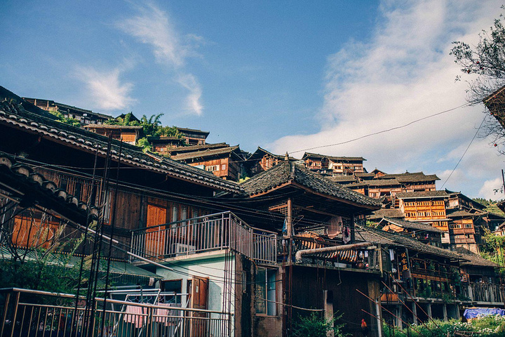 """夜景还是很棒的,满山的木房子_西江千户苗寨""""的评论图片"""