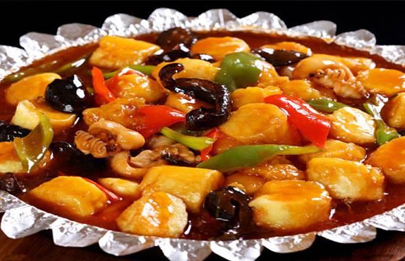 如豆腐海鲜煲,三鲜豆腐,鱼头豆腐汤等等,做的都是家常菜,用的食