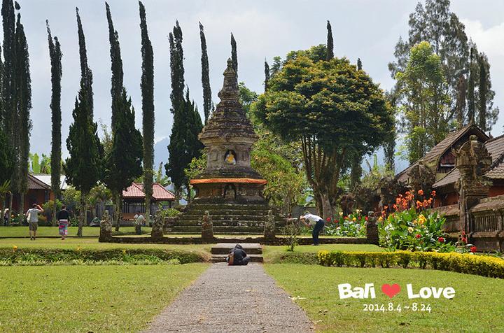 """""""到达水神庙~50000印尼盾上印的景点牵..._水神庙""""的评论图片"""