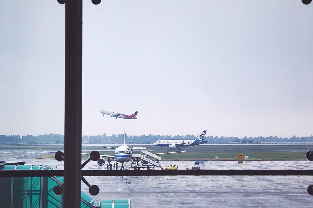 温州龙湾国际机场蝙蝠侠小罗宾h图片